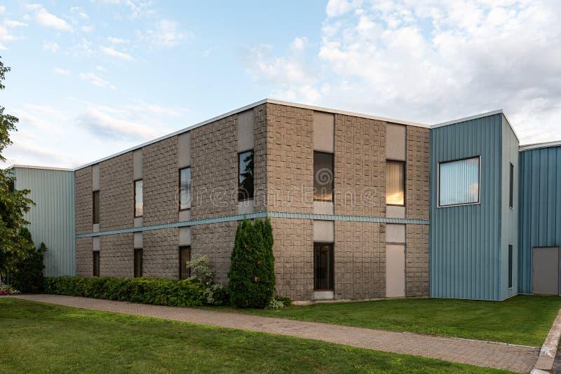 Внешнее здание для малых предприятий стоковое изображение