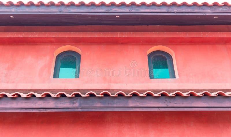 Внешнее окно винтажного дома стоковое изображение rf