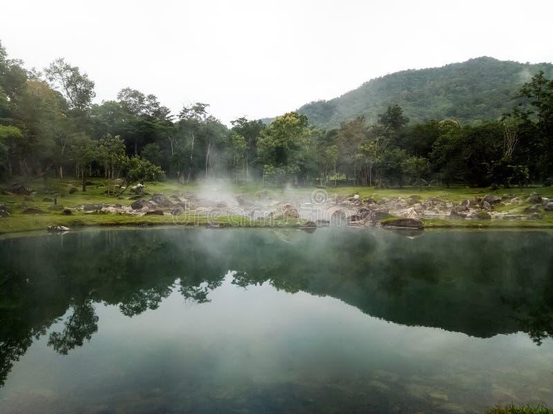 Внешние горячие источники в Lampang в северном Таиланде стоковые фотографии rf