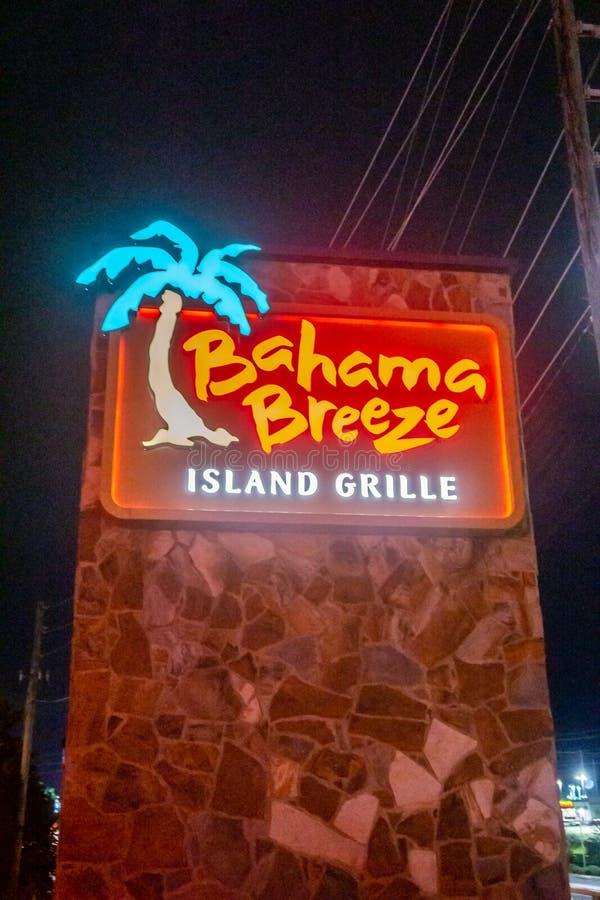 Внешние фото вечером ветерка Bahama - тропического американского цепного ресторана стоковые изображения rf