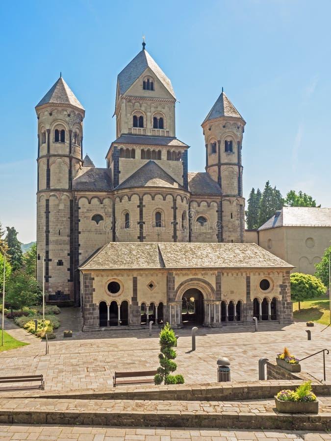 Внешний взгляд аббатства Марии Laach в зоне Eifel, Германии стоковая фотография rf