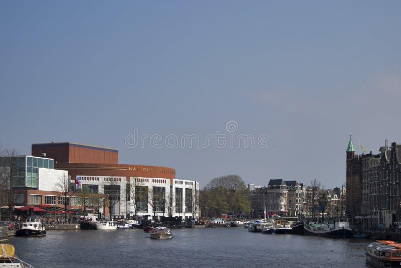 Внешний взгляд голландского национального балета оперы Stopera строительный комплекс, расквартировывая и здание муниципалитет Амс стоковая фотография