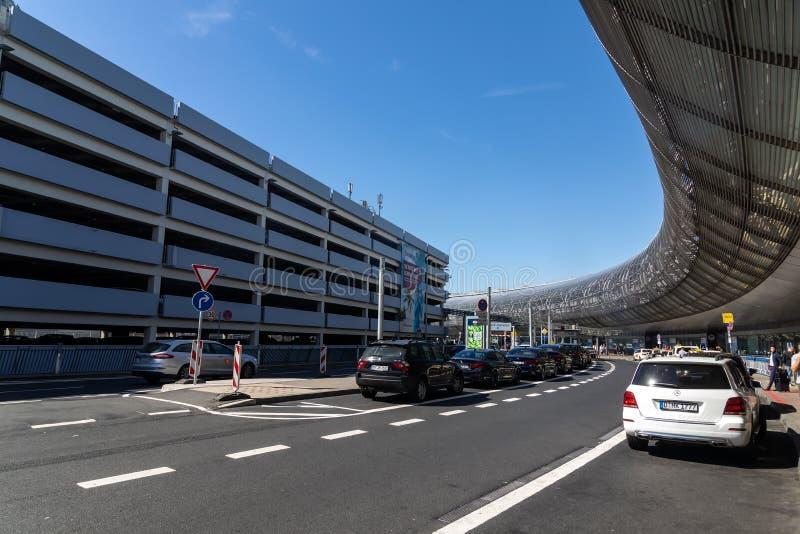 Внешний взгляд международного аэропорта Дюссельдорф стоковые изображения