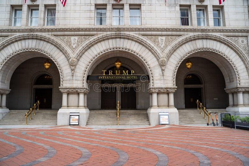 Внешний взгляд международного отеля козыря, в прошлом старое здание почтового отделения в DC Вашингтона стоковая фотография rf