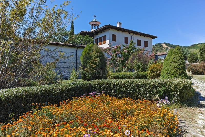 Внешний взгляд монастыря Rozhen рождества матери бога, Болгарии стоковое изображение