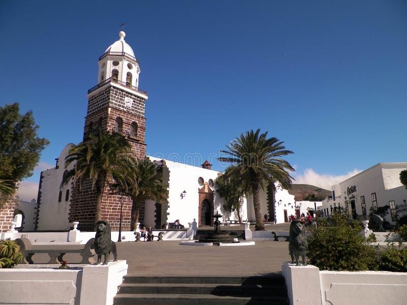 Внешний взгляд церков в городе Yaiza, Лансароте стоковые изображения
