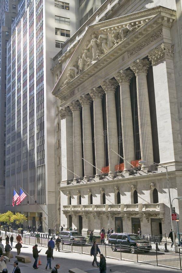 Внешний взгляд нью-йоркская биржа на Уолл-Стрите, Нью-Йорке, Нью-Йорке стоковые фото