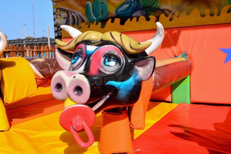 Внешний винтажный carousel коровы летания стоковые изображения rf