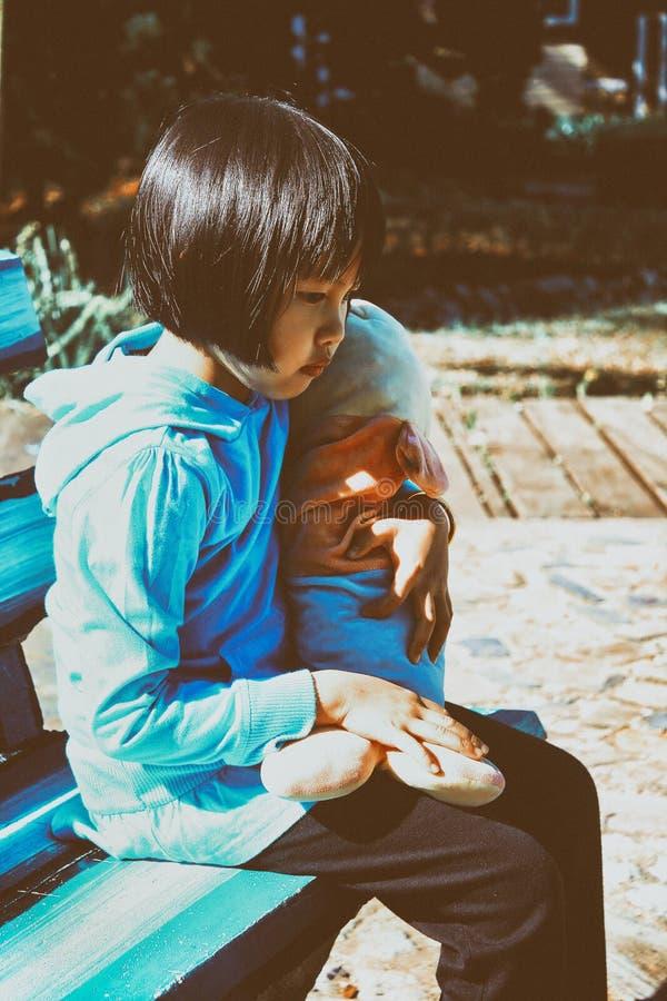 Внешний портрет красивой азиатской девушки стоковое изображение