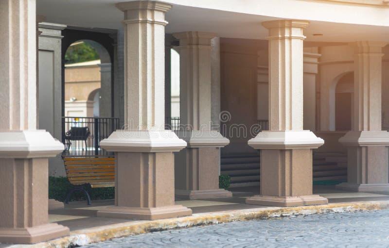 Внешний путь прогулки взгляда коридора и римские готические штендеры стиля стоковая фотография rf
