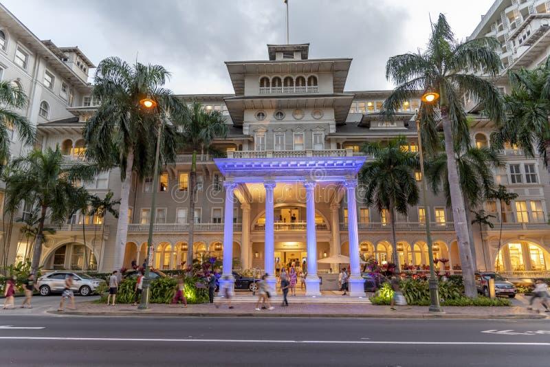 Внешний фасад известного Moana Surfrider международного рынка в Waikiki стоковые изображения