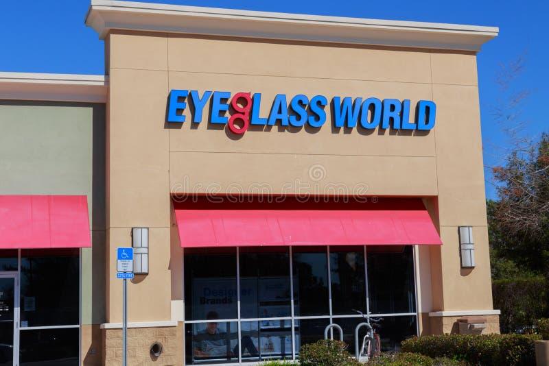 Внешняя витрина магазина мира Eyeglass стоковое изображение