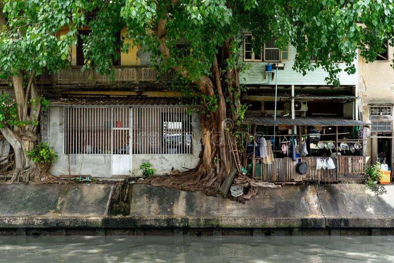 Внешняя кухня рекой в Бангкоке стоковые изображения rf