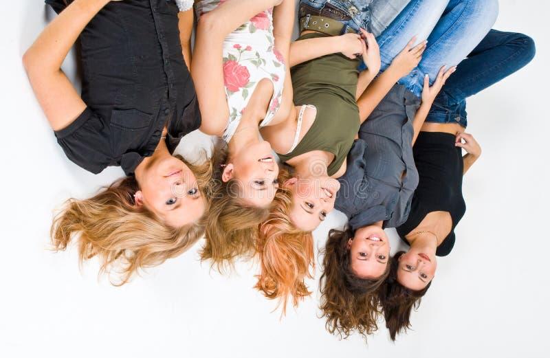 внешняя сторона 5 вниз девушок счастливая стоковые изображения