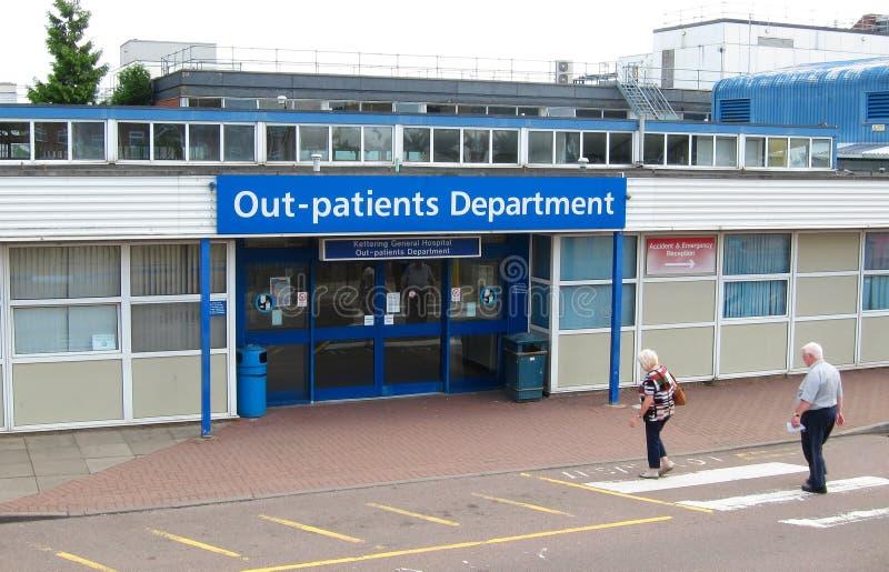 Вне вход пациентов на вход больницы. стоковое изображение