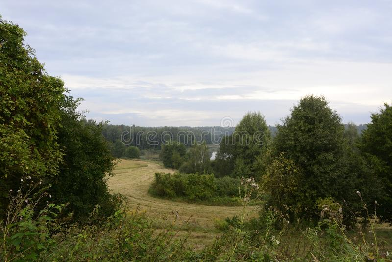 Вне города - сельского ландшафта стоковые фото