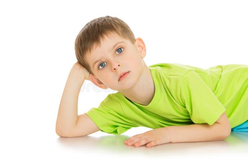 Внимательный мальчик стоковое изображение rf