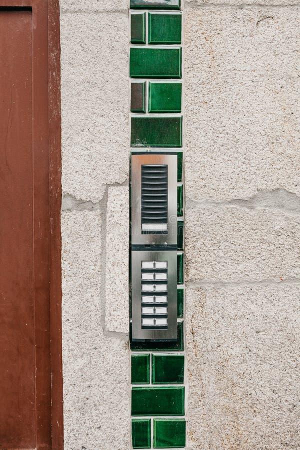 Внутренная связь на входе к жилому дому стоковая фотография rf
