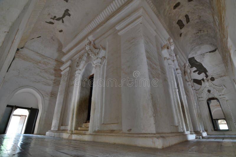 Внутреннее святилище Монастырь Maha Aungmye Bonzan Inwa Область Мандалая myanmar стоковые фото