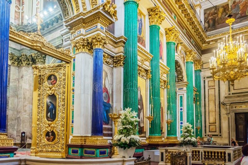 Внутреннее художественное оформление собора St Исаак, Санкт-Петербурга, России стоковое фото