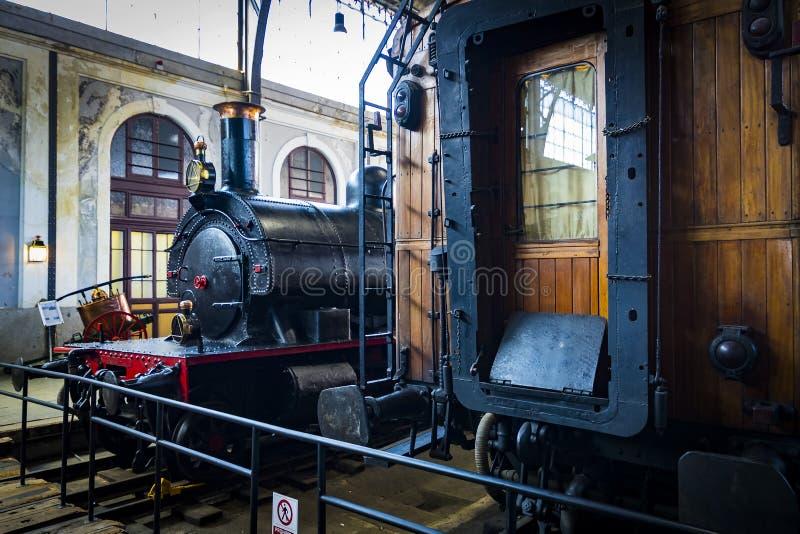 Внутренние экипажи отсека поезда в музее железной дороги в Мадриде стоковая фотография rf