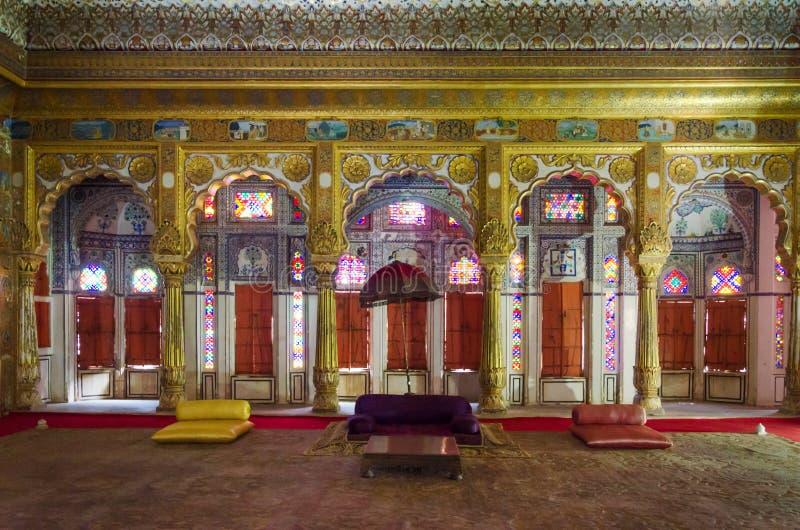 Внутренние mughal архитектурноакустические детали форта Mehrangarh стоковая фотография rf