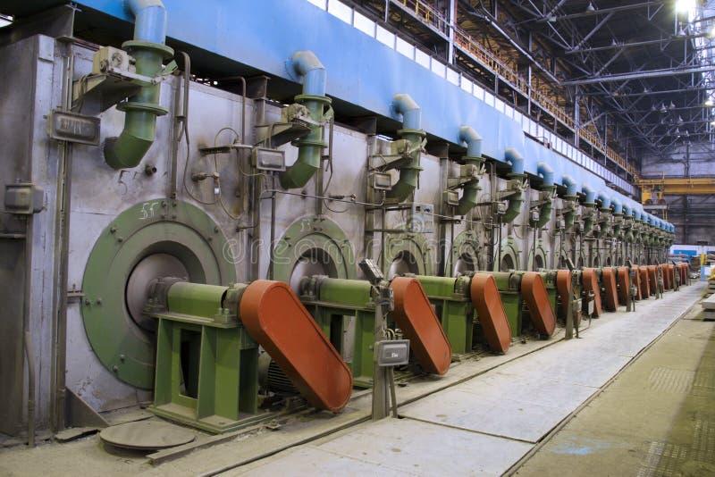 внутренний взгляд завода металлургии стоковые изображения