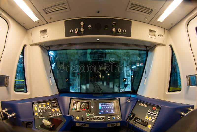 Внутренний взгляд кабины поезда метро в железной дороге метро Бухареста стоковая фотография rf