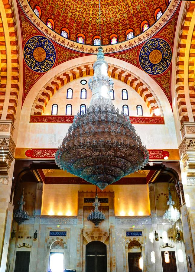 Внутренний взгляд к потолку мозаики мечети Бейрута Mohammad Al-Amin, Ливана стоковые изображения rf