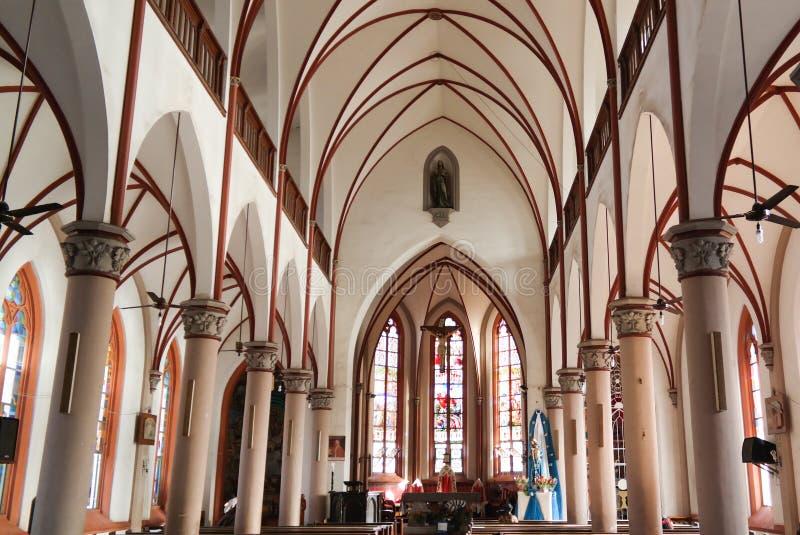Внутренний взгляд к священному сердцу собора Иисуса в Lome, Того стоковая фотография rf