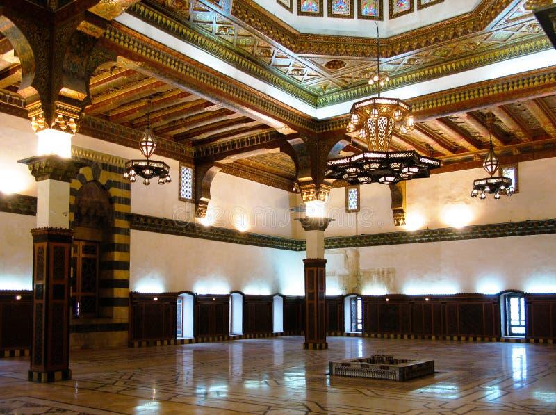 Внутренний взгляд к трону Hall Mamluk под цитаделью Халеба, Сирии стоковая фотография rf