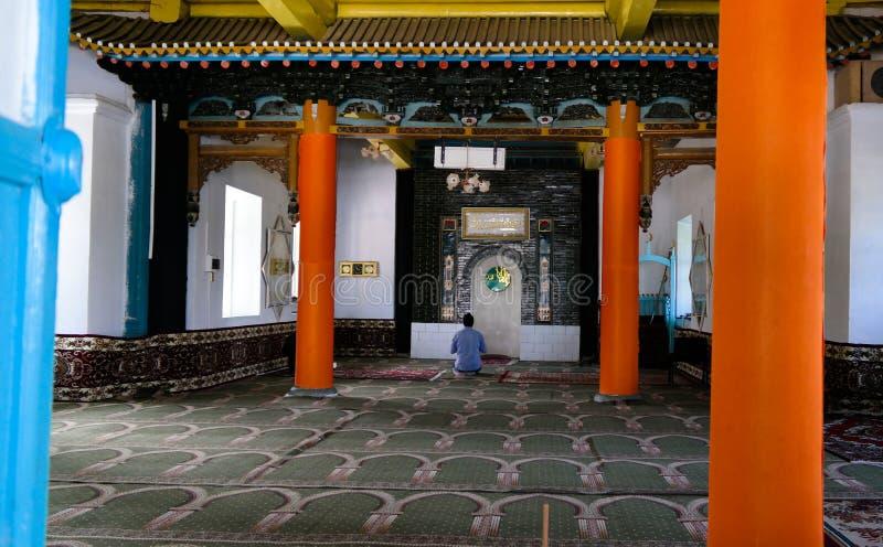 Внутренний взгляд к dungan мечети в Каракол, Кыргызстану стоковые фото