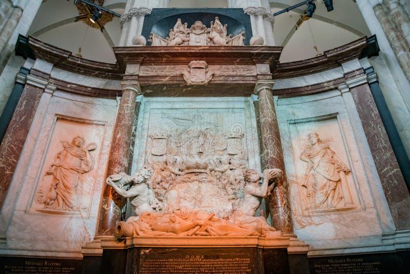 Внутренний взгляд новой церков стоковое изображение