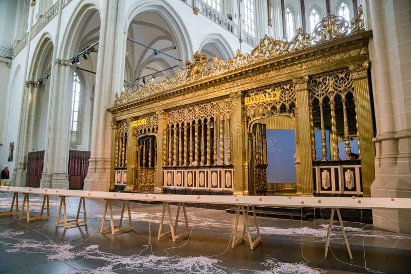 Внутренний взгляд новой церков стоковая фотография rf