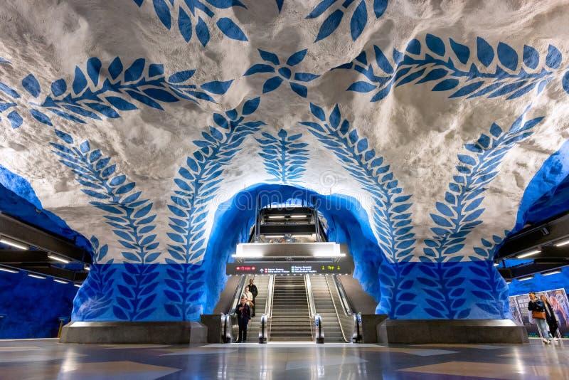 Внутренний взгляд станции метро T-Centralen голубой линии метро Стокгольма стоковое фото