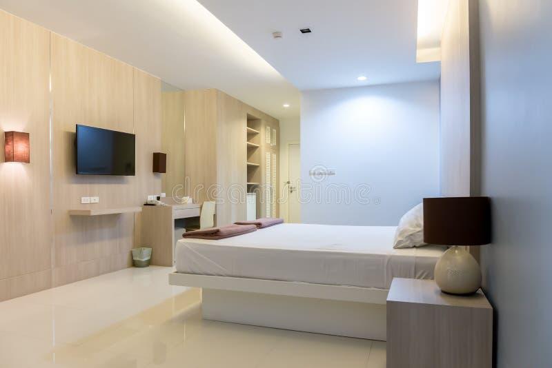 Внутренний взгляд элегантной современной комнаты стоковое изображение rf