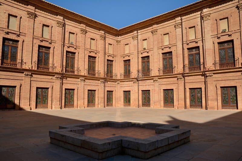 Внутренний двор королевского монастыря El Puig, Испании стоковое изображение