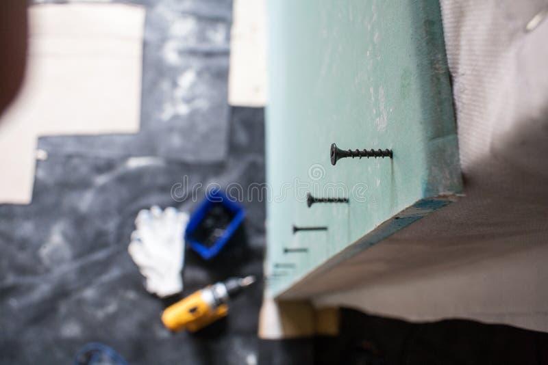 Внутренний гипсокартон работ изменений дома стоковые фото