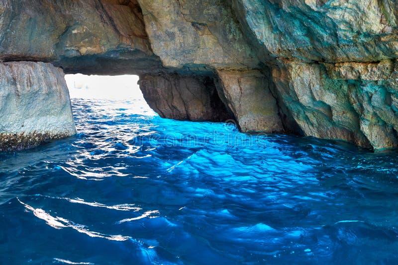 Внутренний голубой грот на южной части острова Мальты стоковые фото