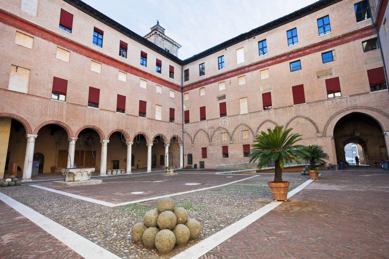 Внутренний двор замка Estense в Ферраре стоковое изображение rf