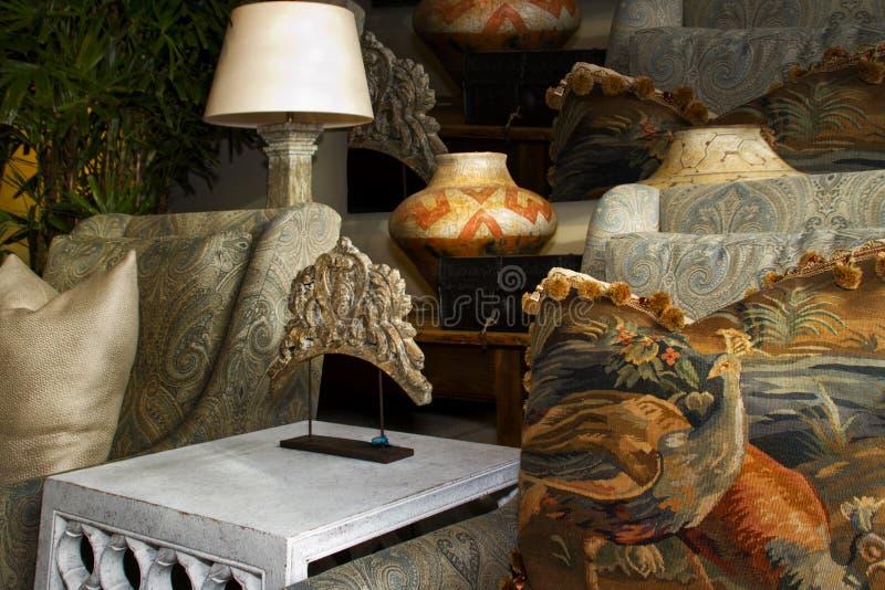 Внутренний магазин бутика дизайна меблировк стоковая фотография rf
