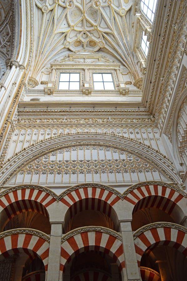 Внутренний - молитва Hall на Mezquita Cordoba, Андалусии, Испании стоковая фотография