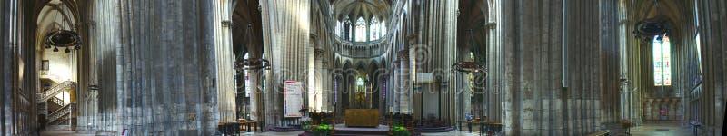Внутренний панорамный взгляд собора Нотр-Дам в Руане стоковые изображения