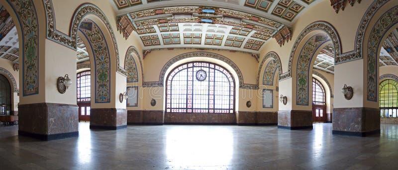 Внутренний панорамный взгляд исторического вокзала Haydarpasa стоковая фотография rf