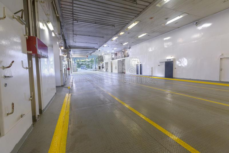 Внутренний паром пустой с никто и никаким автомобилем стоковое изображение rf