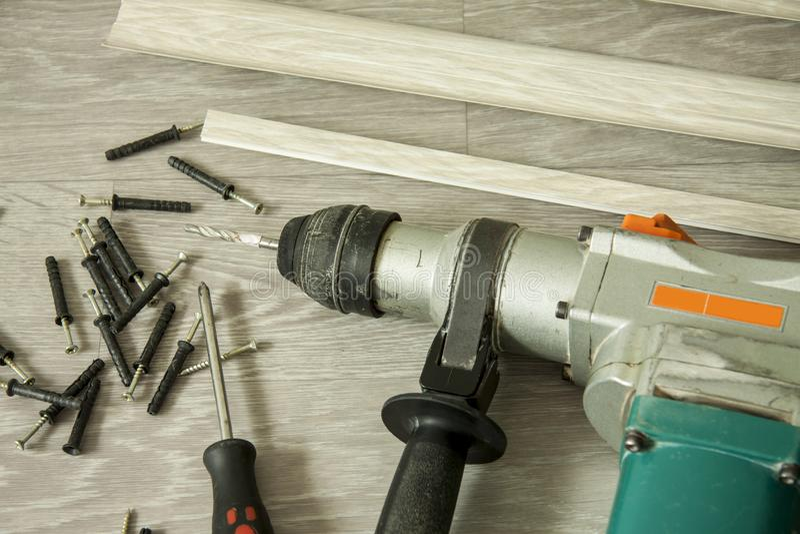 Внутренний ремонт Подготовка для установки доск обхода пола стоковое изображение rf