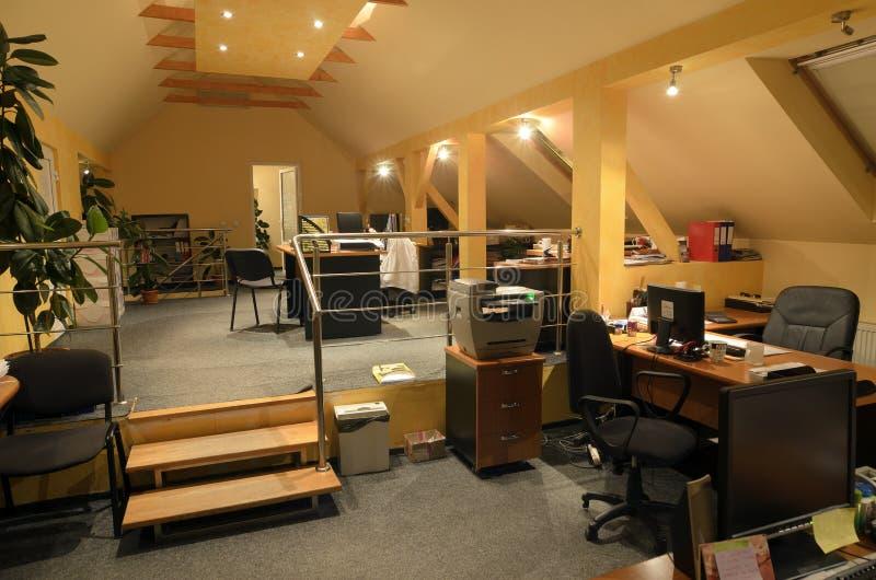 внутренний самомоднейший офис стоковое изображение