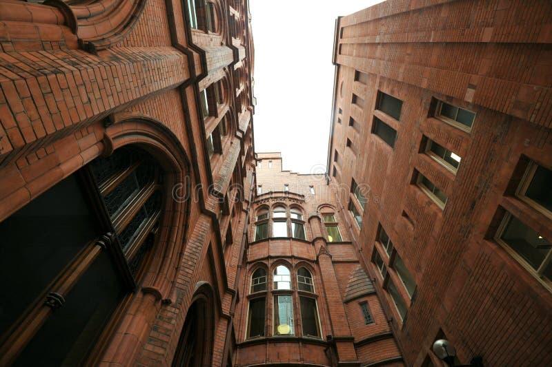 Внутренний суд Holborn запирает изумительное терракотовое викторианское здание стоковая фотография