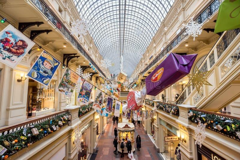 Внутренний торговый дом КАМЕДИ на кануне Нового Года стоковая фотография rf