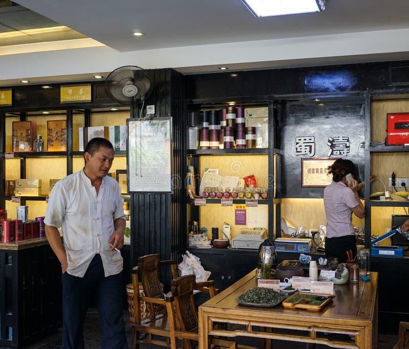 Внутренность магазина чая в Чэнду, Китае стоковые изображения rf